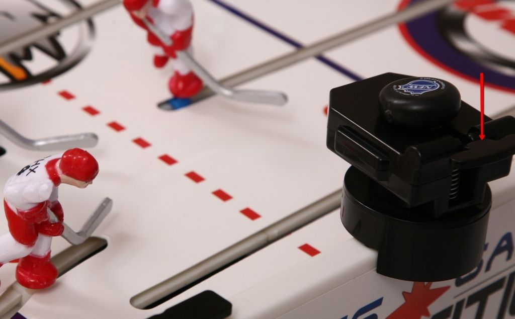система выброса шайбы для настольного хоккея